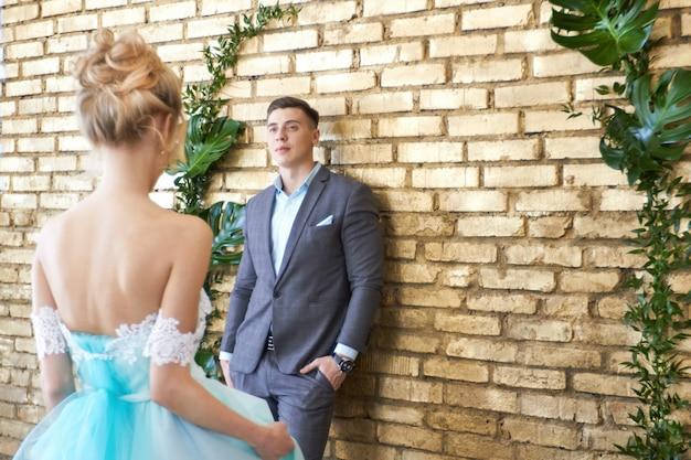 Pas getrouwd stel, houdend van paar vóór huwelijk