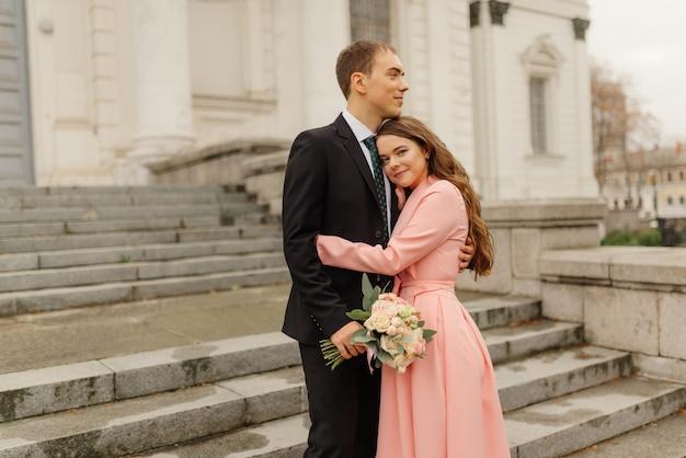 Pas getrouwd stel loopt de kerk uit