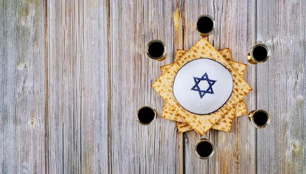 Pascha haggadah een matzo joodse vakantie zes kop wijn