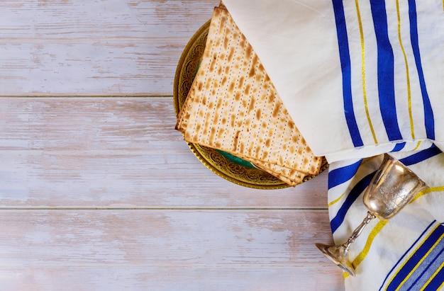 Pascha matzoh joodse vakantie brood over tafel