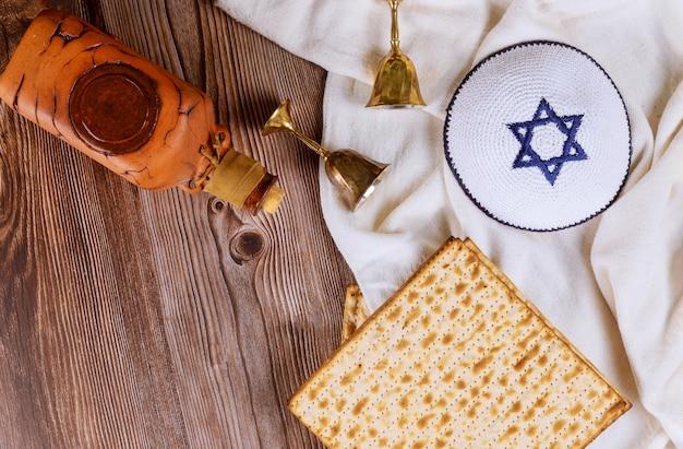 Paschakop wijn en matzoh joods vakantiebrood