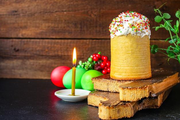 Pasen cake en paaseieren