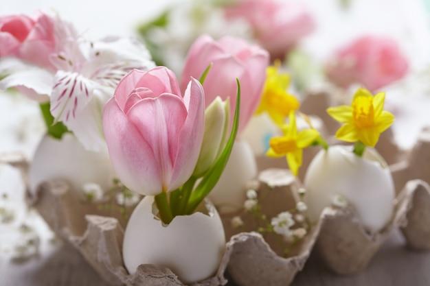 Pasen-decoratie met bloemen