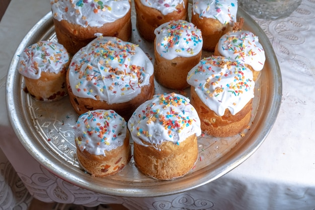 Pasen taarten van verschillende grootte voor pasen
