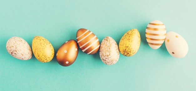 Pasen-vlak legt van eieren op turkoois