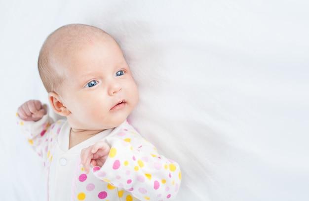Pasgeboren baby een maand oud