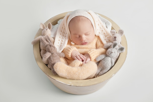 Pasgeboren babyjongen 1 maand