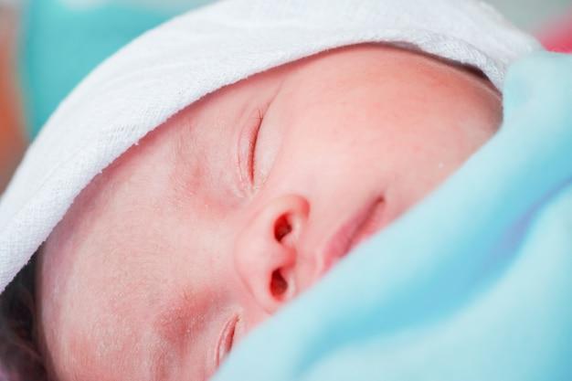 Pasgeboren babyjongen