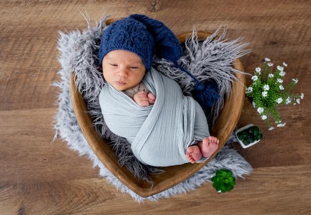 Pasgeboren jongen studio portret