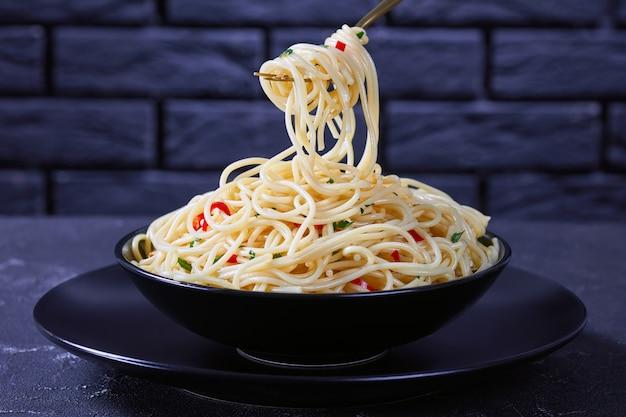 Pasta aglio, olio en peperoncino