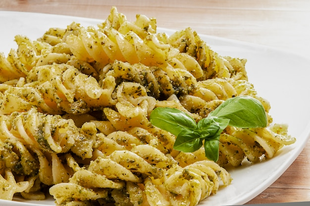 Pasta basilicum pesto genovese plaat