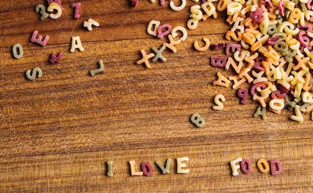 Pasta letters met ik hou van eten citaat