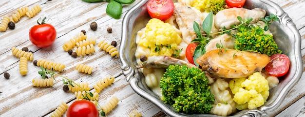 Pasta met kip en groenten