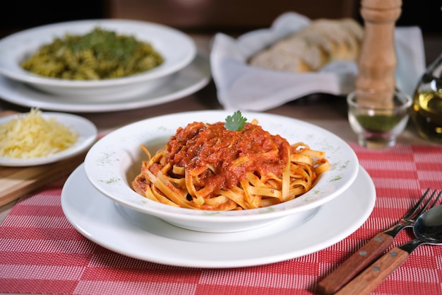 Pasta met pomodoro saus italiaans eten