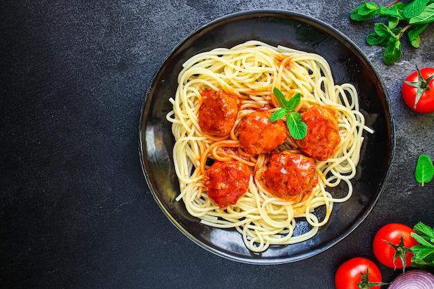 Pasta spaghetti gehaktballetjes tomatensaus