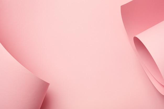 Pastel roze gebogen papier abstracte achtergrond. creatief frame, minimaal, kopie ruimte.