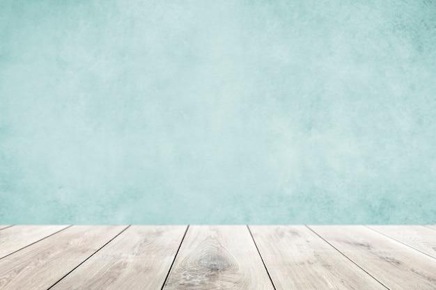 Pastelblauwe muur met houten vloerproductachtergrond