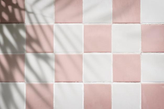 Pastelroze en witte tegels getextureerde achtergrond