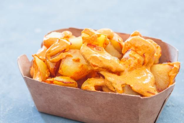 Patatas bravas traditionele spaanse aardappelsnacktapas