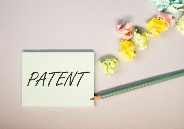 Patentwoord zakelijk auteursrecht en beschermd auteursrechtconcept