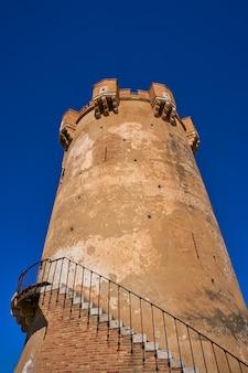 Paterna toren valencia en schoorstenen van grotwoningen
