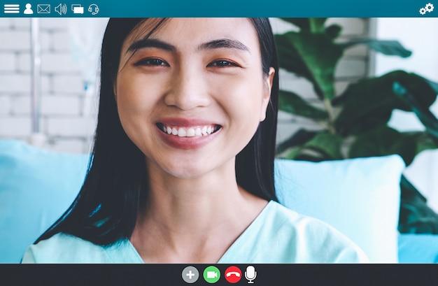 Patiënt praten over video-oproep voor telegeneeskunde service