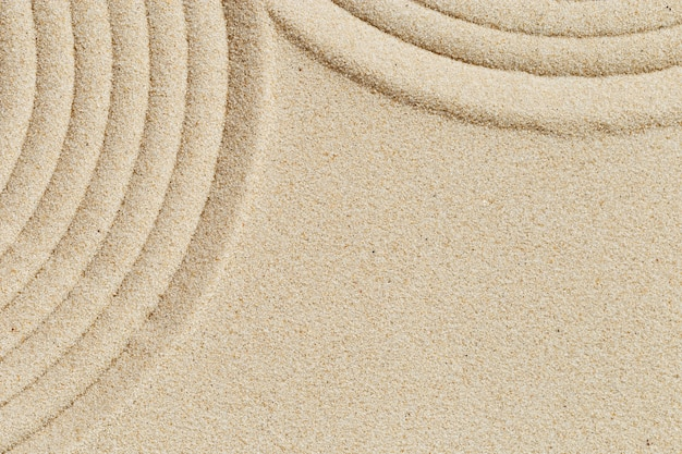 Patroon in japanse zen-tuin met close-up concentrische cirkels op zand voor meditatie