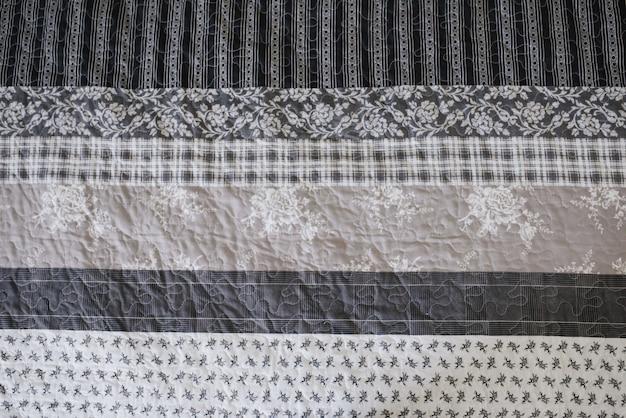 Patroon op de sluier. grijs-wit.