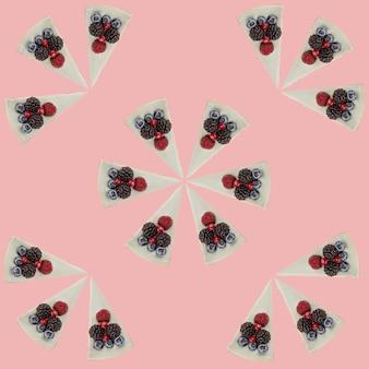 Patroon van blauwe kaastaarten met bessen