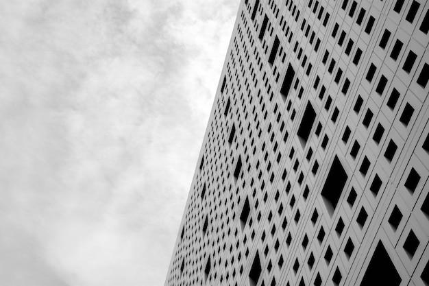 Patroon van luchtventilatie bij de moderne concrete bouw, licht en schaduw - zwart-wit