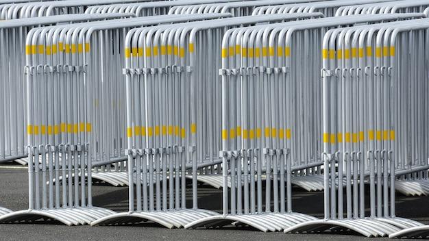 Patroon van metalen verkeersbarrière