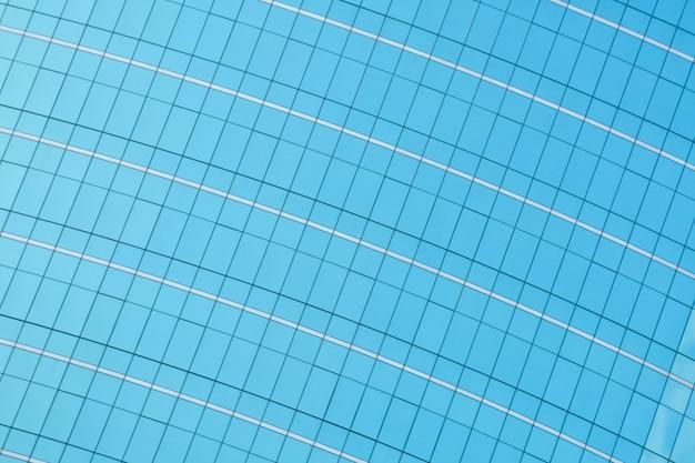 Patroon van moderne glasvensters die wolkenkrabbers van commercieel centrum in de stad bouwen
