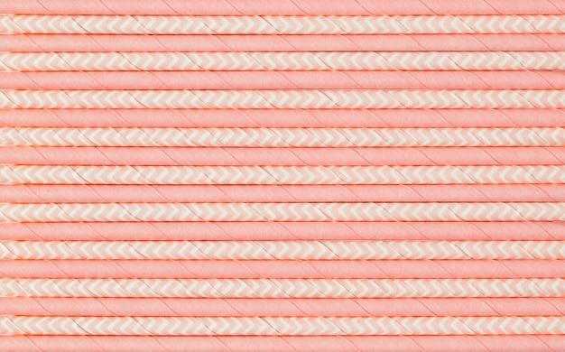 Patroon van roze papieren rietjes voor cocktails