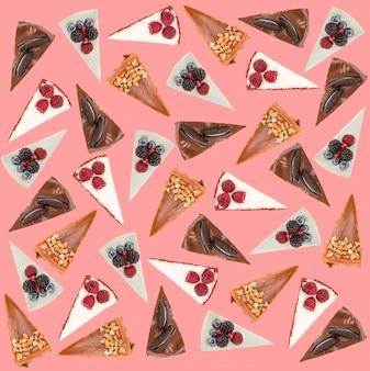 Patroon van verschillende taarten die over roze worden geïsoleerd