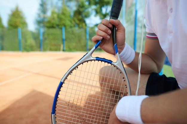 Pauze tijdens de tenniswedstrijd