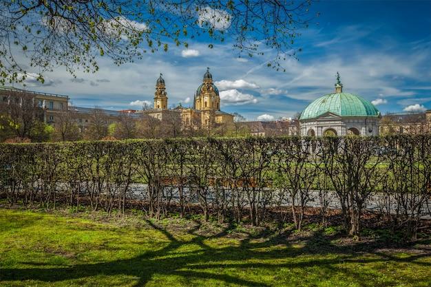 Paviljoen in hofgarten en theatine kerk. munchen, duitsland