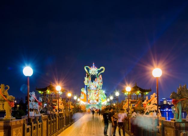 Pei chi-paviljoen bij lotusbloemmeer in kaohsiung, taiwan