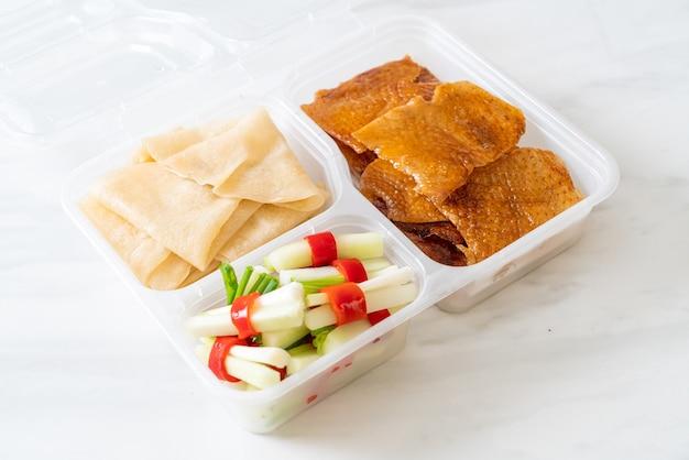 Pekingeend in bezorgdoos - chinees eten