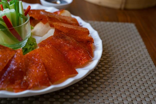 Pekingeendchinees geroosterde krokante eend geserveerd
