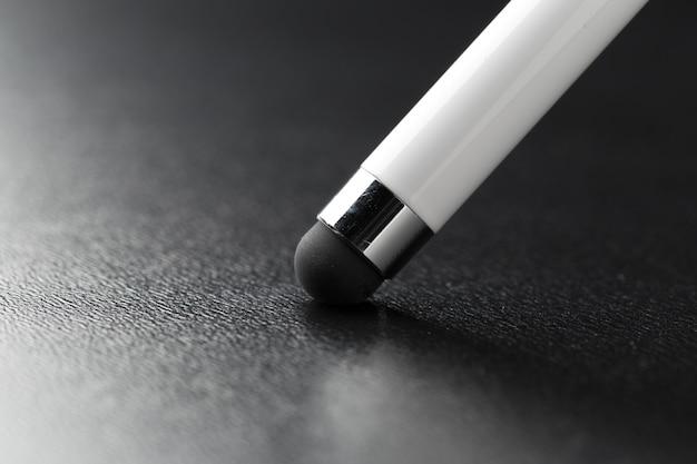 Pen dicht omhoog