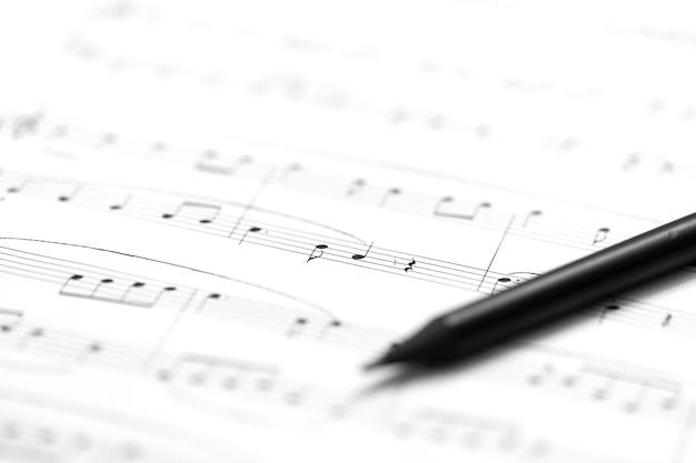 Pen en muziekblad - muzikale achtergrond