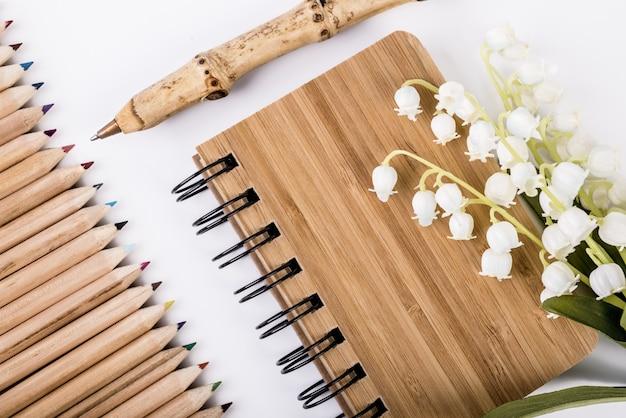 Pen en notitieboek gemaakt van duurzaam bamboe
