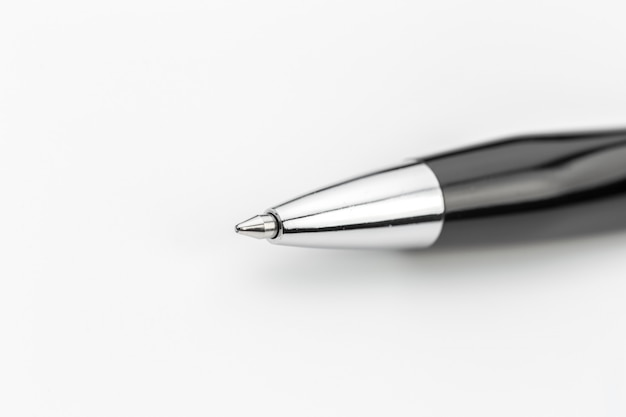 Pen op witte achtergrond wordt geïsoleerd die