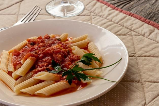 Pene pasta met tomatensaus