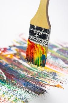 Penseel en canvas in olieverf