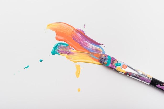 Penseel gekleurd met verf