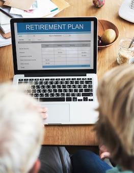Pensioenplan vorm investering senior adult concept