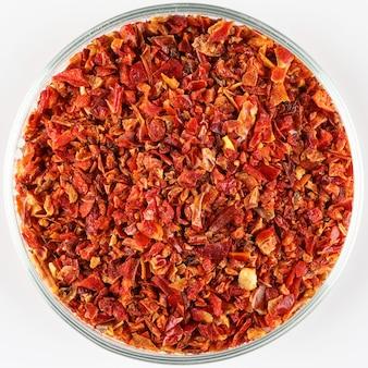 Peper korrels op een bord