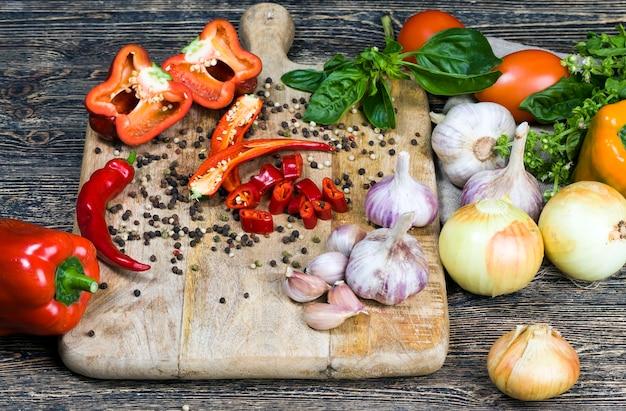 Peper, ui, courgette, knoflook en andere groenten