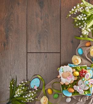 Peperkoek, eieren en bloemen